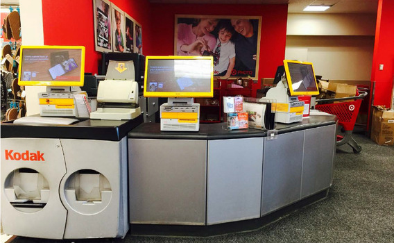 Screens and photo printers in a Kodak outlet